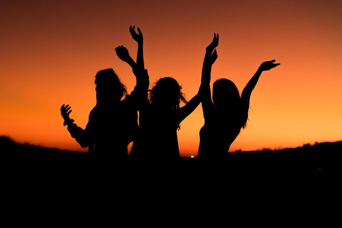 3 girls at sunset best short sunset captions