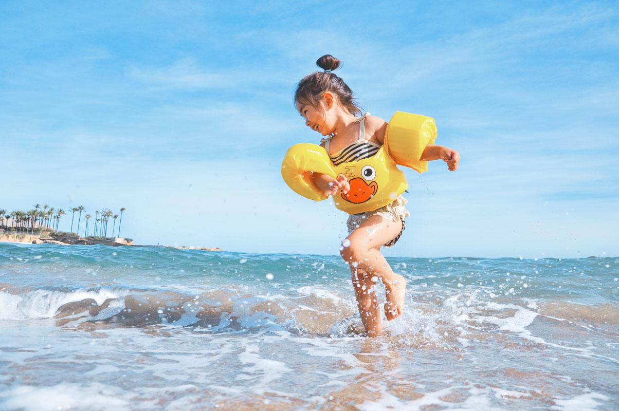 child splashing in water at the beach funny quotes for beach pictures