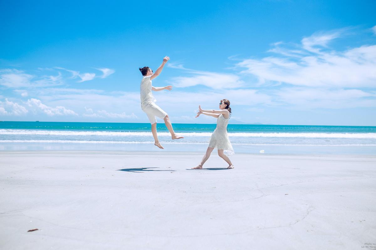 couple doing funny jumps on the beach captions funny