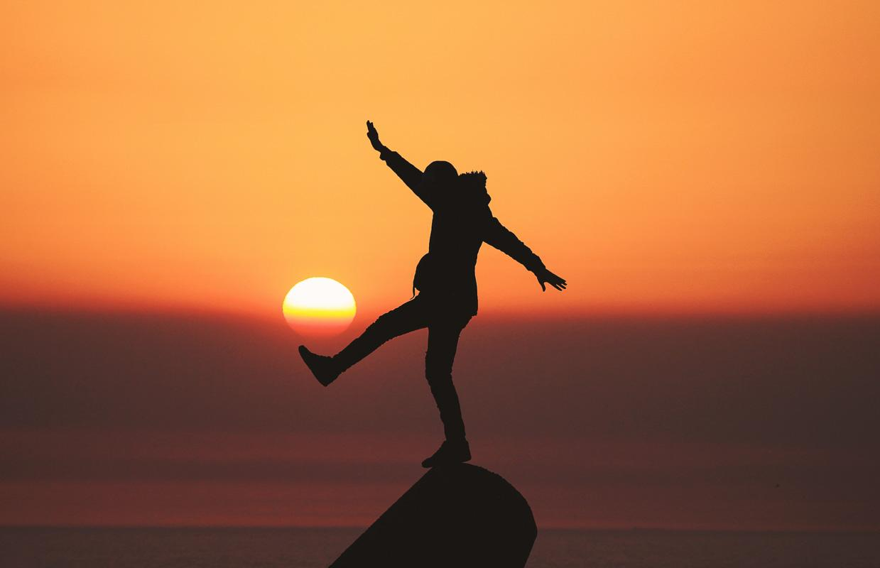 silhouette man kicking the sunset funny sunset quotes